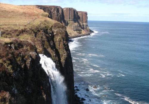Kilt Rock en waterval op Isle of Skye